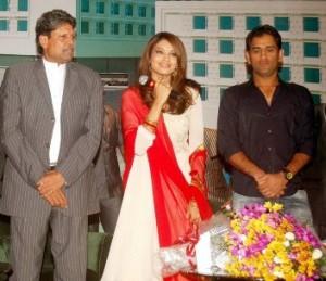 Kapil Dev and Mahendra Singh Dhoni