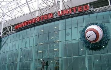 Manchester United begin tour with a win