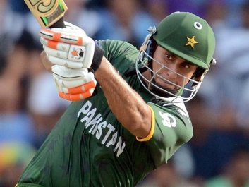 Centurion Nasir Jamshed leads Pakistan to 6 wickets victory over India