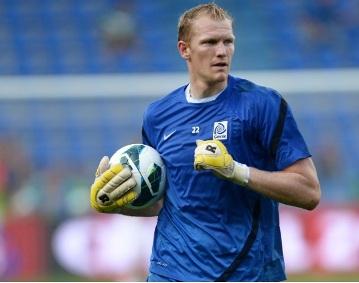 Delhi Dynamos sign world's tallest player Kristof Van Hout