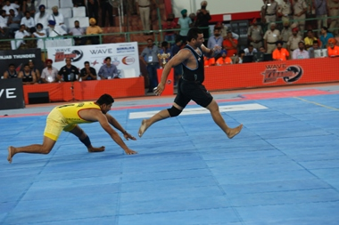 Baljeet Singh of Punjab Thunder  is in action to earn a point for his team