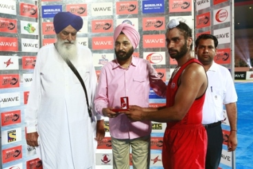 Best stopper of the match Karamjeet Singh of Khalsa Warriors