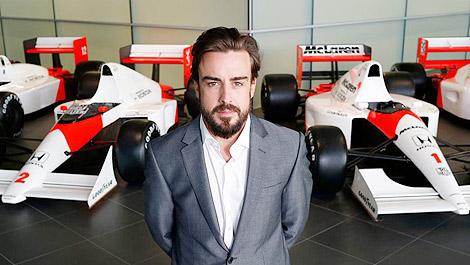 Formula One: Fernando Alonso crashes during practise