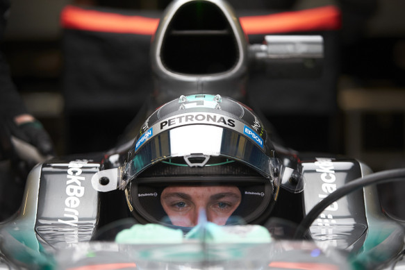 Nico Rosberg has set a world record by completing 157 laps on the first day of testing in a brand new car