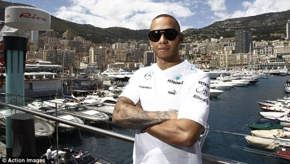 F1: Lewis Hamilton to stay with Mercedes for three years