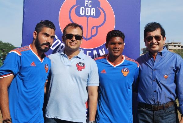 FC Goa players Romeo Fernandes and Joaquim Abranches along with FC Goa Promoters Shrinivas Dempo and Dattaraj V. Salgaocar
