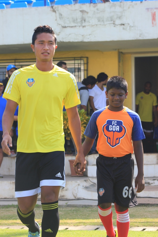 FC Goa player Thongkhosiem Haokip walks on to the turf
