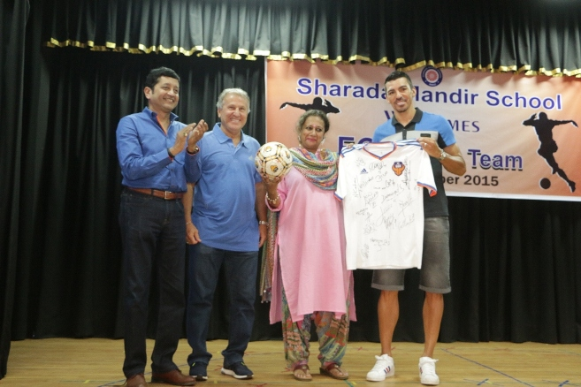 Lucio,Marquee player FC Goa ,Zico,Head coach FC Goa and Dattaraj Salgaocar,co-owner FC Goa handing over the signed jersey and football to Sharmila Umesh, Principal, Sharada Mandir High School