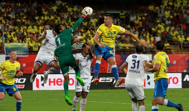 Karanjit Singh punches the ball away during Kerala Blasters FC's corner