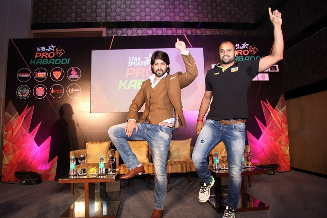 Yash - Rocking Star & Brand Ambassador for Star Sports Pro Kabaddi Season 3 and Surjeet Narwal - Captain of Bengaluru Bulls doing the Le Panga step