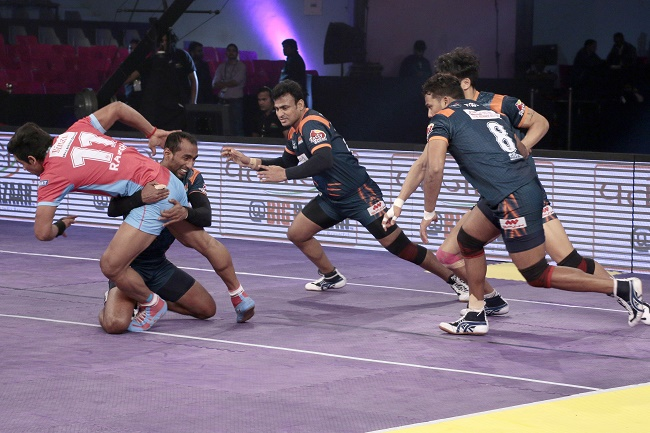 Bajirao Hodage with a perfect execution of the waist hold on Rajesh Narwal of the Jaipur Pink Panthers in match 40 of the Star Sports Pro Kabaddi season 3 in Jaipur