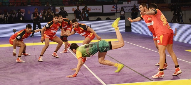 Rohit Kumar of Patna Pirates trying the scorpion kick unsucces