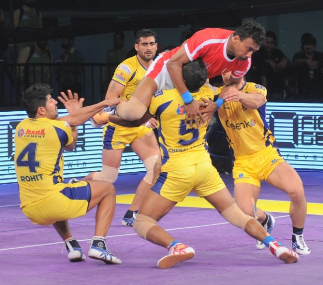 Kashiling, well known for his jumps over the defence is in trouble as he tries to challenge the might of D.Charalathan and another defender, the others in the picture are Rohit Baliyan and Rahul Chaudh