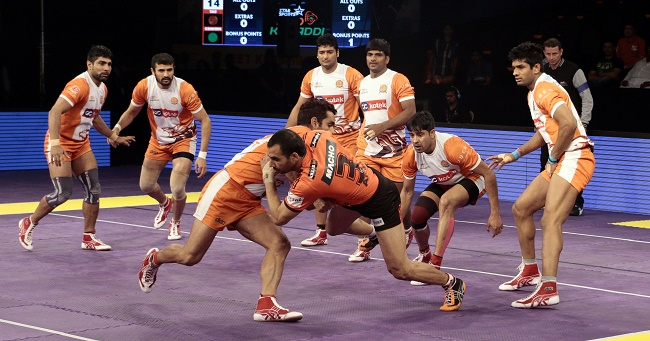 U Mumba captain Anup Kumar tries to leap for the midline while Surjeet of the Puneri Paltan tries to stop him in his tracks in match 52 of the Star Sports Pro Kabaddi season 3 in Mumbai