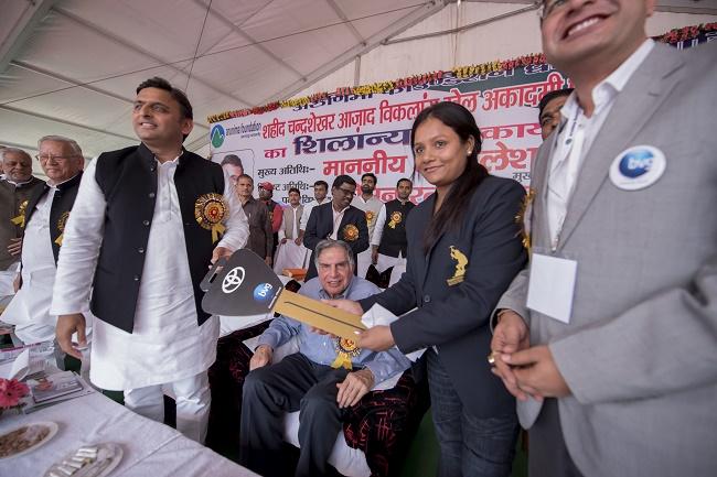 Chief Minister Akhilesh Yadav honours Mount Everest climber Arunima Sinha