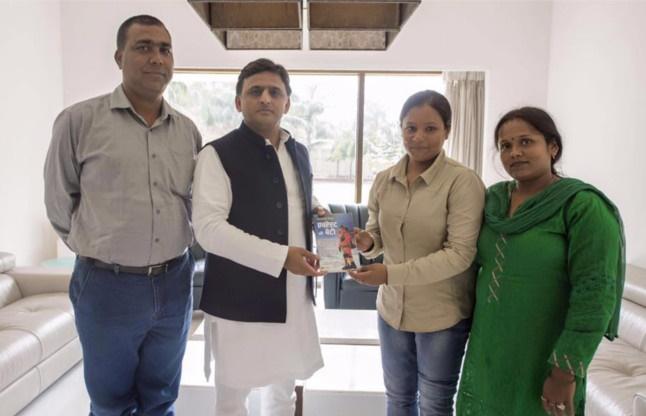 Arunima Sinha with Uttar Pradesh chief minister Akhilesh Yadav