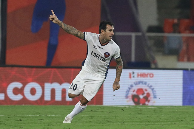 Rafael Coelho of FC Goa celebrates the goal during match 29 of the Indian Super League (ISL) season 3 between FC Pune City and FC Goa held at the Balewadi Stadium in Pune, India on the 3rd November 2016.