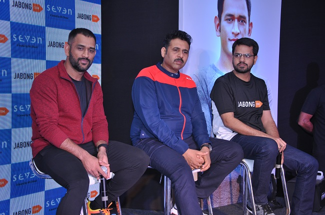 MS Dhoni with Mr. Arun Pandey, Chairman & MD of Rhiti Group (parent company of Seven) and Rahul Taneja, Chief Business Officer of Jabong
