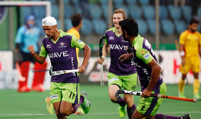 Mandeep Singh of Delhi Waveriders in action during the 2016 Coal India HIL