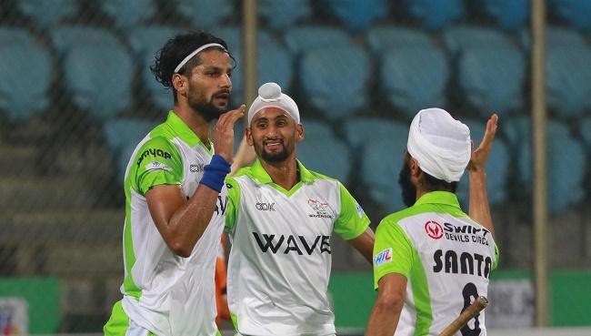 Delhi Waveriders players celebrate