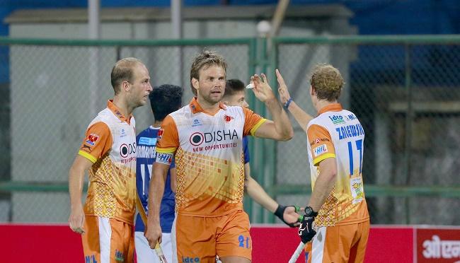 Moritz Fuerste (C) from Kalinga Lancers celebrates with teammates
