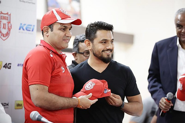 Virendra Sehwag and Bhavik Vasa (ItzCash) unveiling ItzCash branded cap for Kings XI Punjab team