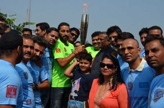 Samresh Jung leads over 3000 students during the Himachal State Olympic Torch Run in Paonta Sahib